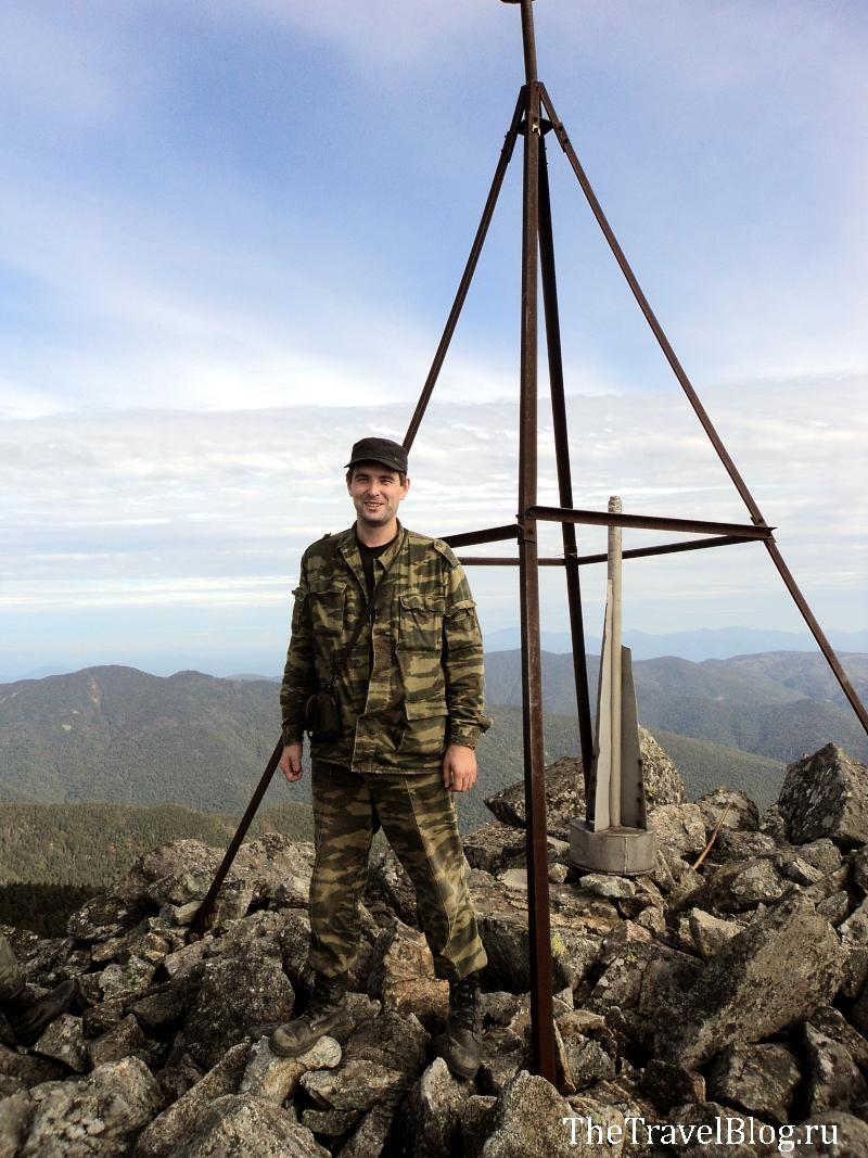 я у треноги на вершине горы Ольховой