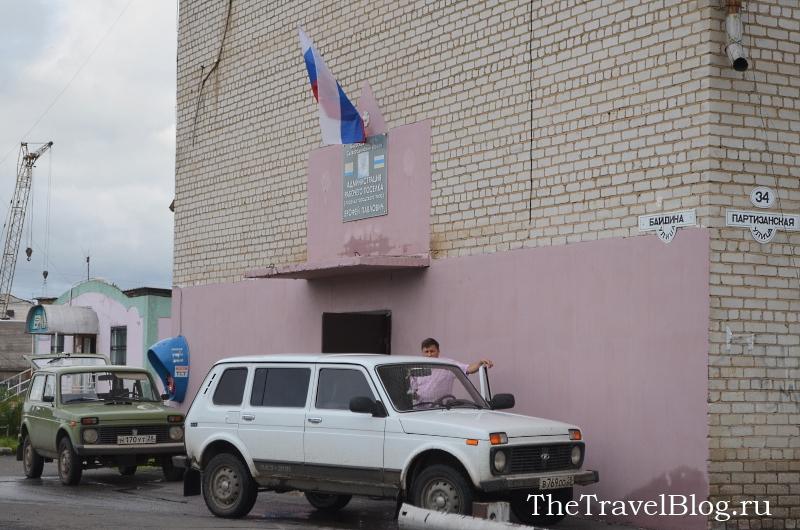 местная администрация скромно расположилась в жилом здании