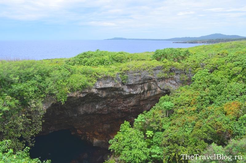 наверху море, внизу пещера