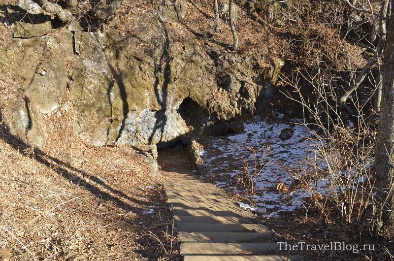 У пещеры Пржевальского