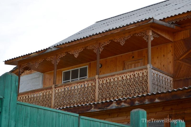 с романтичным балконом...