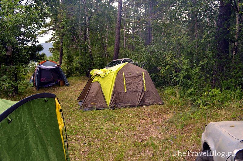 посередине - наша палатка)