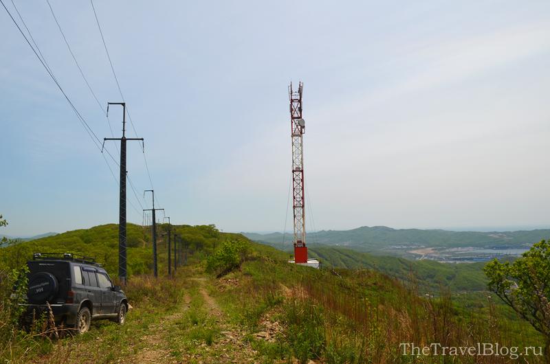 мобильная вышка и горы