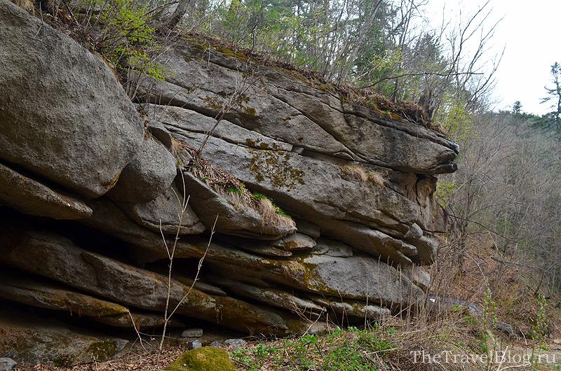необычная форма камней