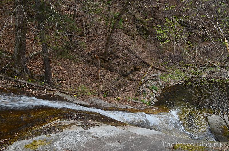 вид на Макаровский водопад сверху вниз