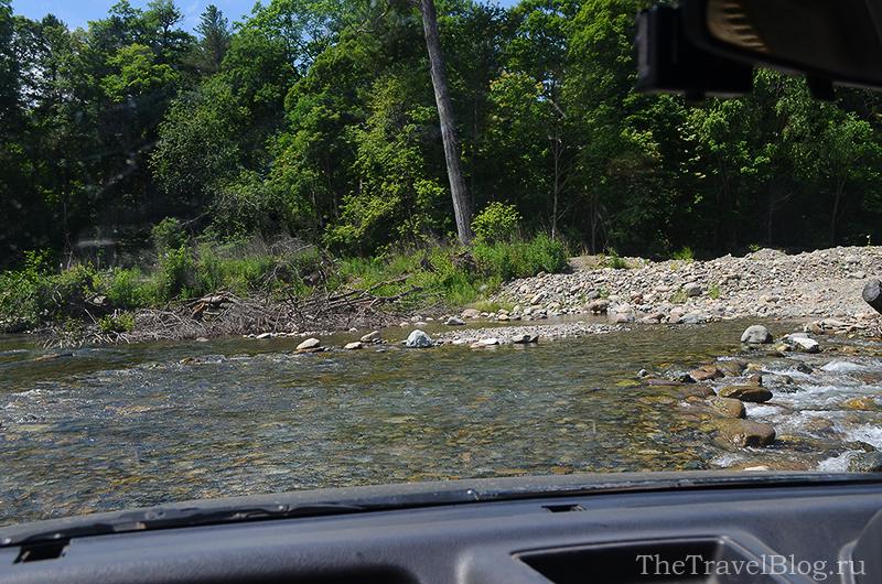 река и машина