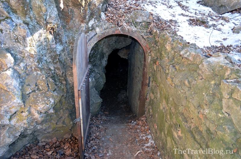 Вход в пещеру Пржевальского