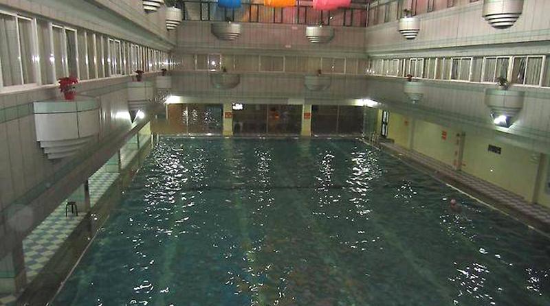 а вот и сам бассейн