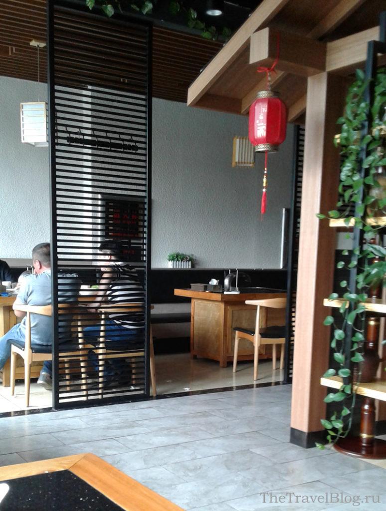 внутри кафе очень уютно