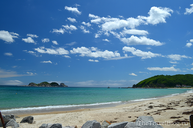 правая часть пляжа
