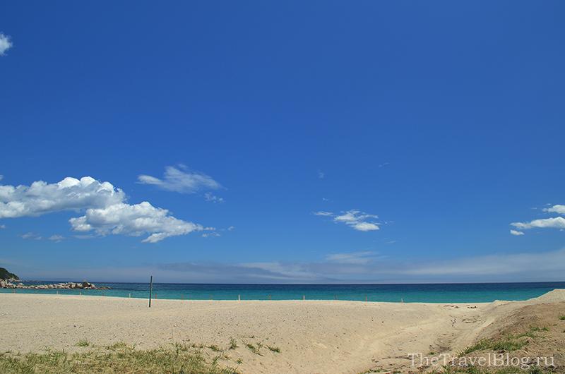 белый песок и небо