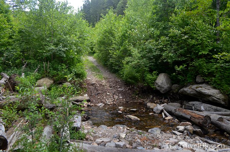 камни и река