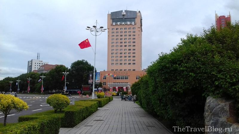 высокое здание гостиницы